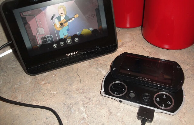 Sony Dash playing Family Guy from PSP Booya Gadget