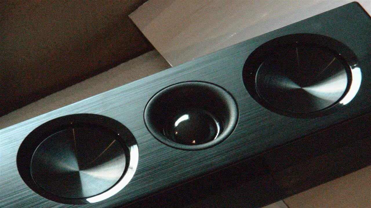 Lg Lsb316 280w Sound Bar Review Booya Gadget Right Side Speaker Closeup Speakers Are Exposed